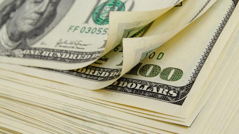 dinero-dólares-gasto-efectivo-ss-1920