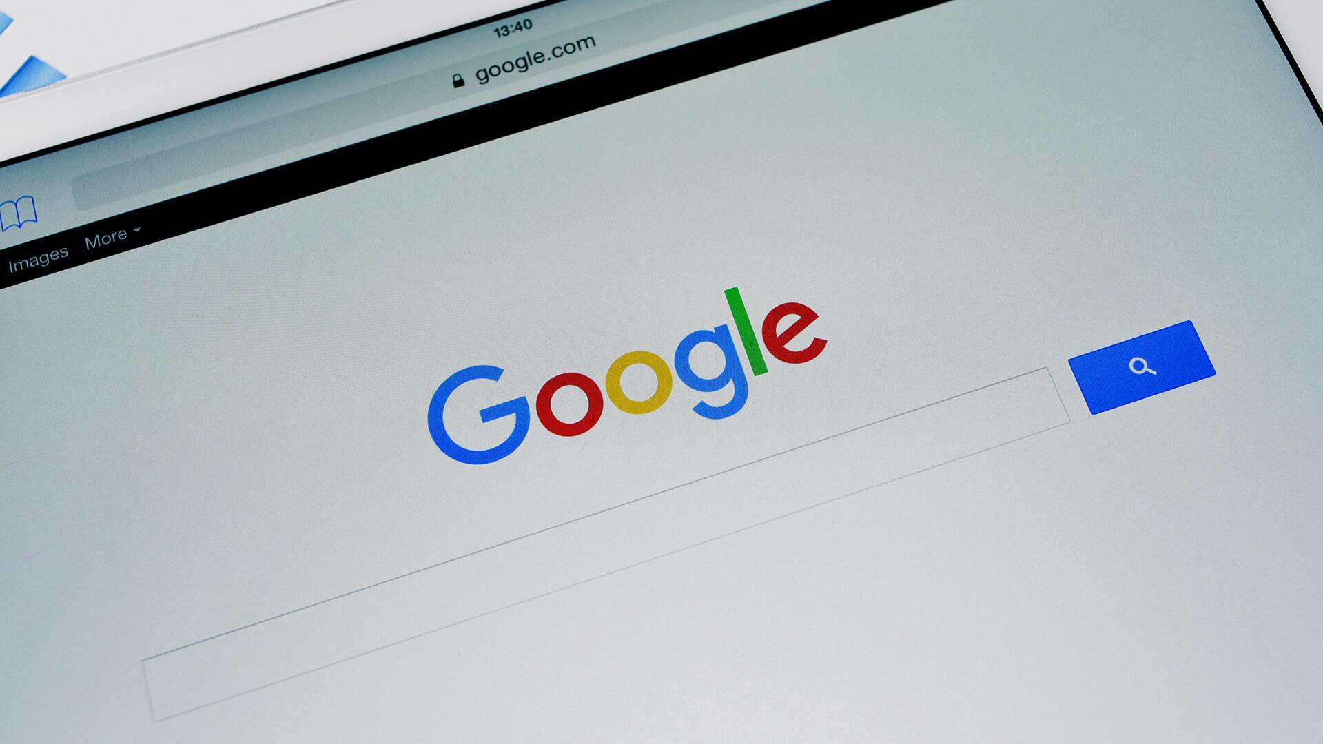 """Google también muestra sugerencias de """"La gente también busca"""" en los resultados de los anuncios"""